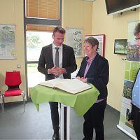 Besuch der Bundesumweltministerin Dr. Barbara Hendricks im Klimapark Rietberg am 25.08.2015